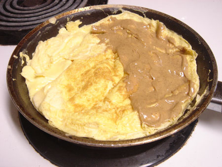 Peanut Butter & Banana Omelet vegetarian peanut butter low carb gluten free breakfast