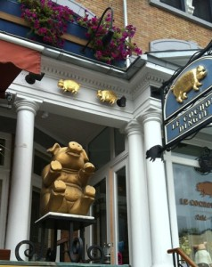 Look for the golden pig (or the sign that says Le Cochon Dingue) and you&#039;re guaranteed a good meal. The pork burger? Fantastic!